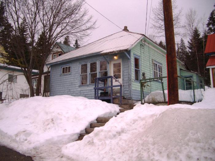 Det här huset kan man förmodligen hyra om man vill säsonga i Red Mountain. Hör av dig till Angela i så fall.