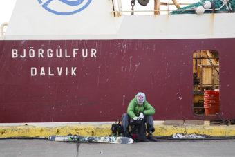 Fredrik Andersson pustar ut i Dalviks hamn efter långa topptursdagar.