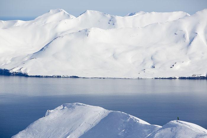 Vita berg och blått hav – hur kan en så enkel kombination framstå som så skön?