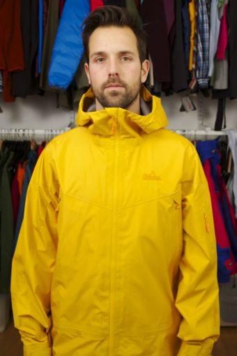 Vid svettiga aktiviteter vill man ha en tunnare jacka som andas bättre.