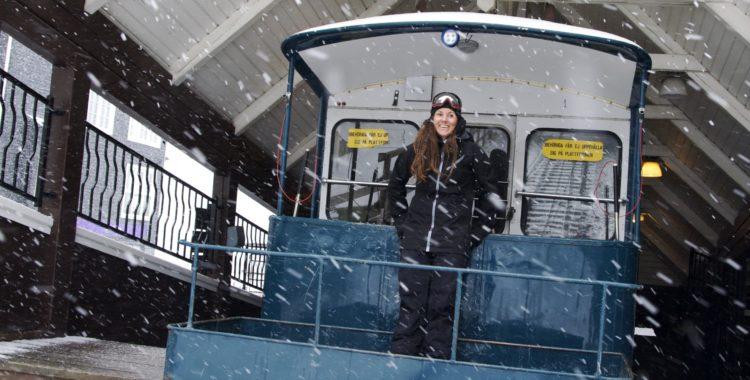 Caroline Strömberg är uppe i ottan för att fånga en av de sista skiddagarna för säsongen i Åre.