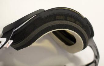 Varm luft stiger uppåt – därför har skidglasögon ventilation på ovansidan av ramen.