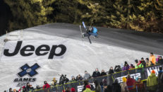 X Games Live: Superpipe skidor (00:55)