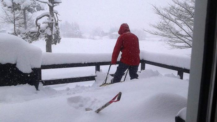 I Japan finns det gott om snö att skotta, ett typiskt jobb som inte kräver att du kan någon japanska