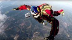 Fallskärmshopp utan fallskärm: Luke Aikins' Heaven Sent