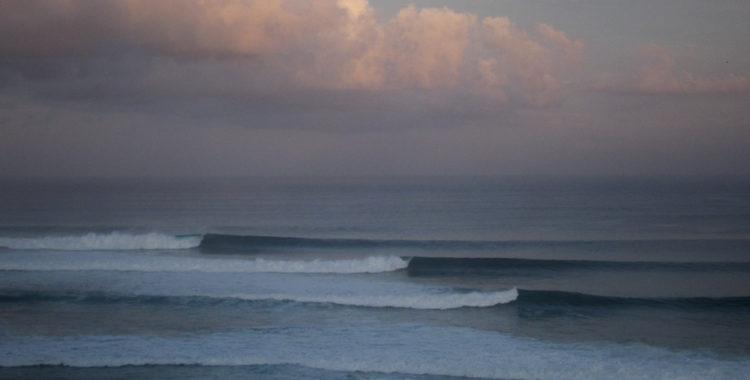 Uluwatu, en av Balis längsta vågor.