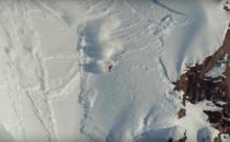 Se Travis Rice mirakulöst klara sig från skrämmande lavin
