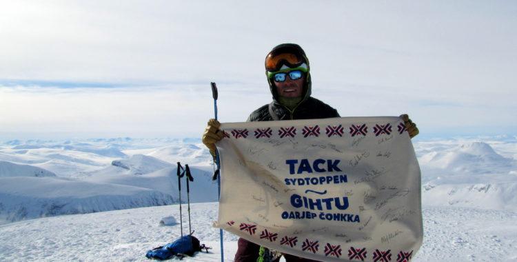Erik Huss från Protect our winters tackar Sydtoppen i Kebnekaiske.