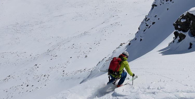 Henrik Westling åker de första svängarna nedför jämtländska jätten Storådörrens östsida.