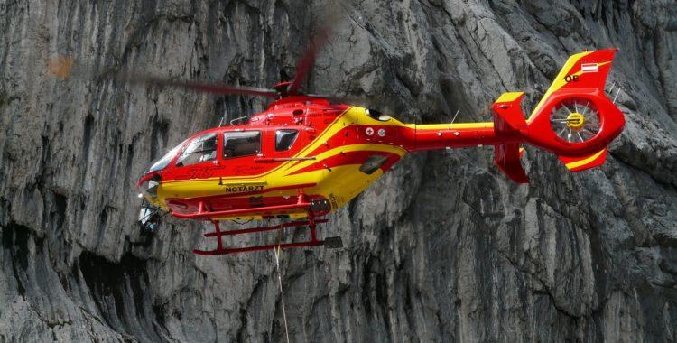 Ibland är läget så akut att ambulanshelikopter behövs.