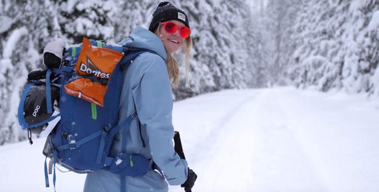 Kajsa Larsson fick med sig en påse Doritos till hyttan i de kanadensiska skogarna.