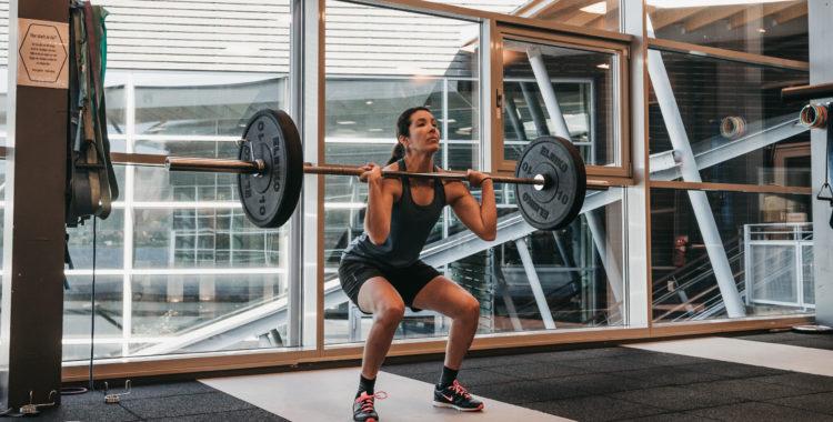 Frivändning med stöt stärker stora delar av musklerna i kroppen.