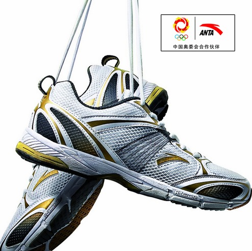 En bild på ett par Anta-skor och