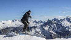 Gigantiska hopp och glaciärsprickor i Hintertux