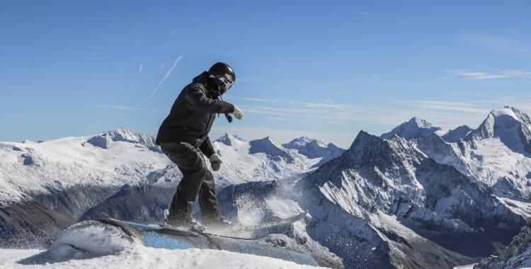 Marcus Jellvik Höckenström njuter av utsikten i Hintertux, Österrike.