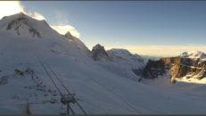 En meter snö på väg mot franska Alperna