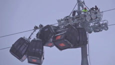 Seriekrock med gondoler i Österrike
