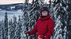84-åringen Asta som fortfarande dansar sig fram på skidor