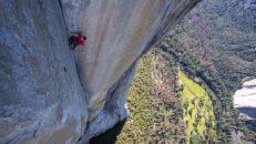 Solo utan rep på 910 meter höga bergsväggen El Capitan