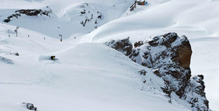 Bra åkning nära lift i mindre känd skidort i Alperna = garanterat stigande skidpepp.