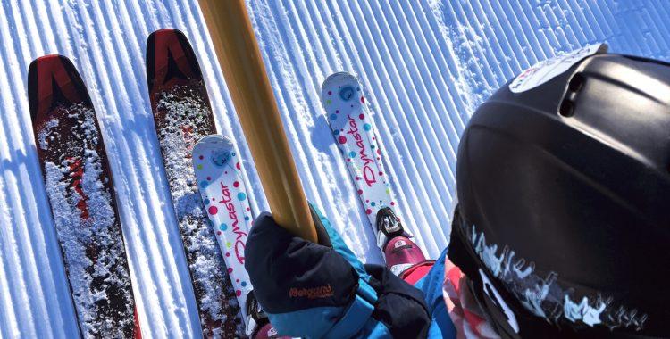 Rätt längd på skidorna till barnen gör åkningen roligare.