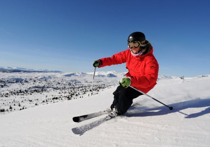 En skidåkare i Skeikampen.