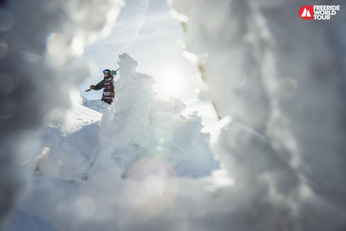 Carl Regnér skymtar bakom en snödriva i Fieberbrunn.