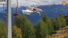 Plan fastnar i skidlift efter krasch i italienska Alperna