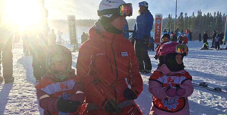 Vi djupdyker i en krönika om svenska fjällens verkliga superstars: skidlärarna!