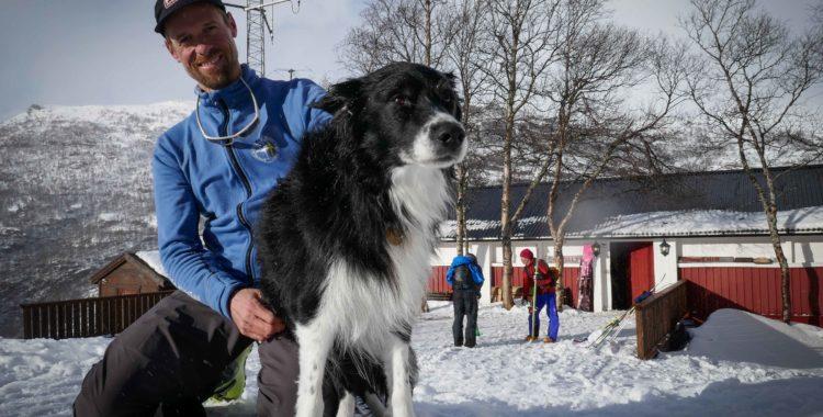 Krönikören tillika bergsguiden Calle och Viggo, hushunden i Vatnahalsen.