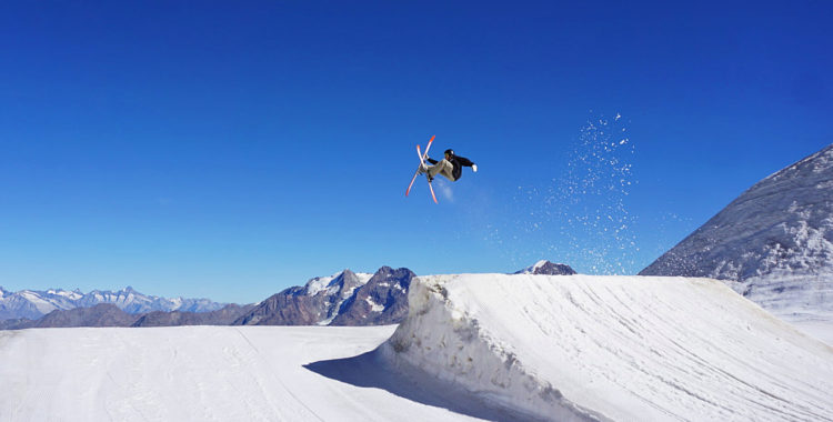 Det är dags att söka till skid- och snowboardgymnasium. Kommer du in kan du få åka på läger som här i ett soligt Saas-Fee i Schweiz.