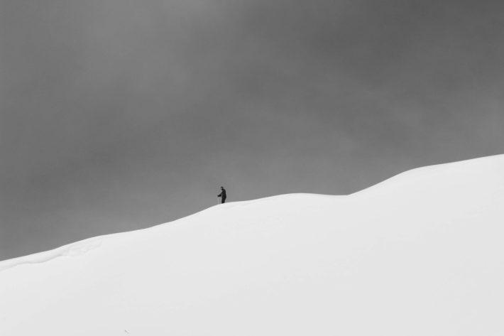 Jennica Folkesson på en bergstopp.