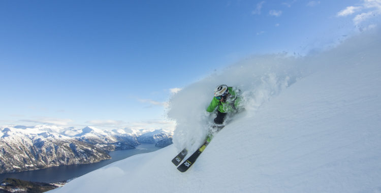 Strand är god kandidat som både bästa och vackraste liftburna skidorten i Norge.