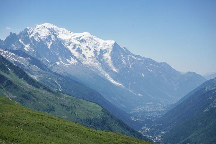 Gröna sluttningar och sommar i Chamonix.