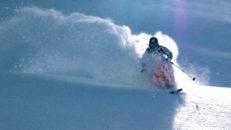 Mattias Hargin pumpar puder i Mt Baker & Engelberg