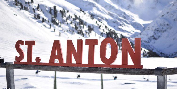 Åk inte St Anton eller någon annan skidort i Tyrolen rekommenderar UD.