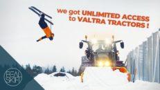 Finska skidåkare och traktorer