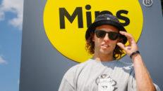 MIPS signar sin första skidåkare: Henrik Harlaut