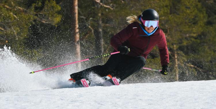 Frida Hansdotter bränner på i Sveriges nyaste skidort Idre Himmelfjäll, foto från april 2020.