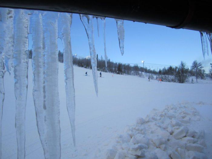 Fjätervålen smygöppnade med alpinläger helgen som gick. Till helgen slås portarna upp även för folk utan fartdräkt.