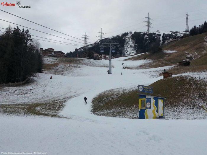 St Anton har öppnat, men i botten av backarna är det inte gott om snö.