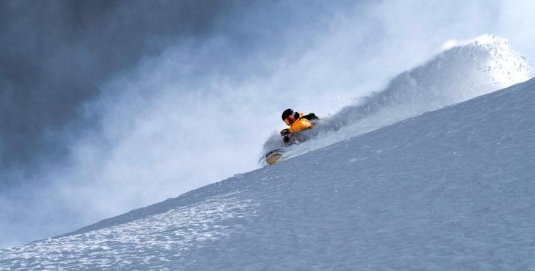 Andreas Lundstam skiers left ned mot ännu en njutlunch.
