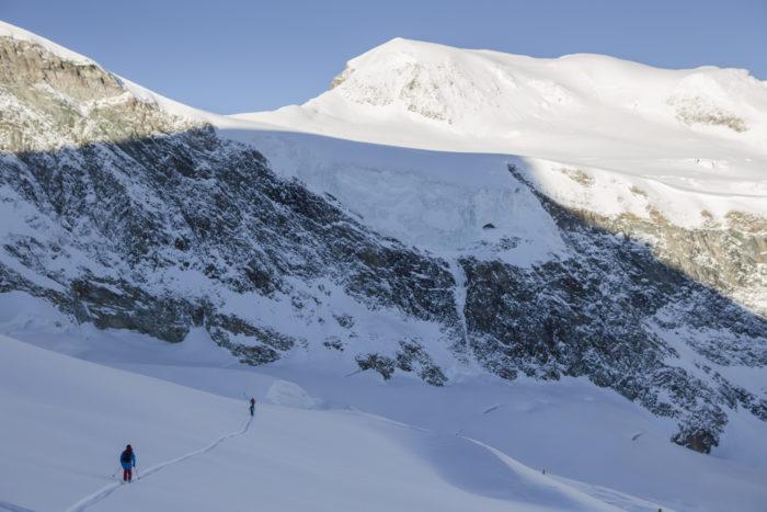 """Skår mot ett av Saas-Fees försäsongs alla """"first descents"""""""