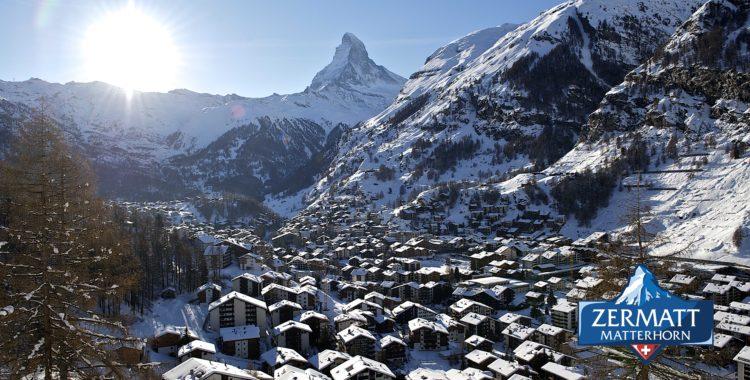 Mysig by och bra skidort vid foten av Matterhorn.